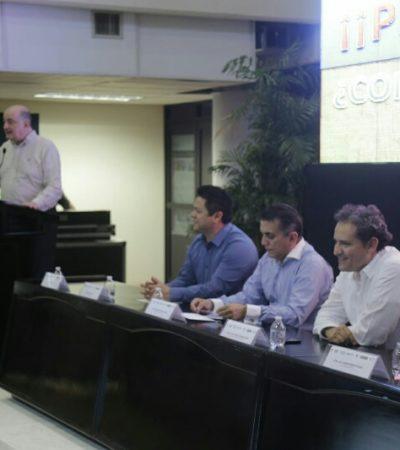 Roy Campos, el encuestador que anunció el triunfo de Mauricio Góngora, da plática sobre comunicación política a funcionarios del gobierno de Carlos Joaquín