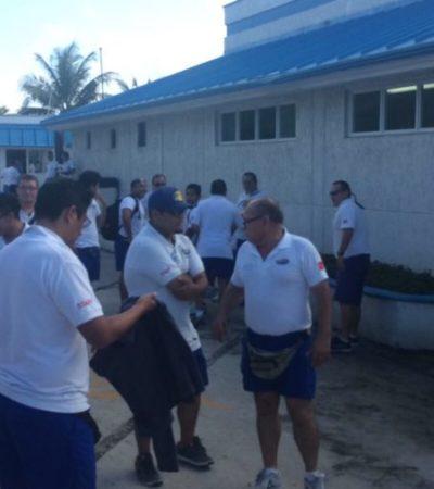 Protestan trabajadores de Aquaworld por reducción de comisiones y el despido de dos compañeros en Cancún