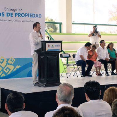 Cancela de última hora Carlos Joaquín asistencia a evento de entrega de títulos de propiedad