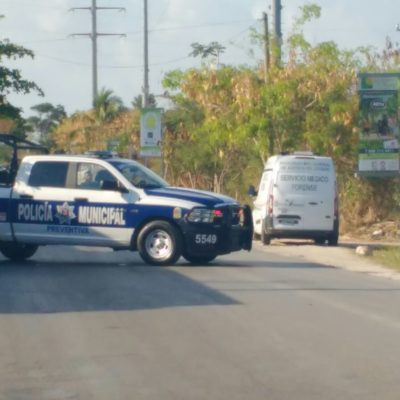 Con huellas de violencia, hallan a un hombre muerto en la SM 515 de Cancún