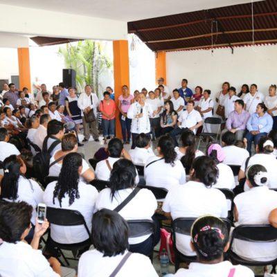 Se reúne Cristina Torres con tianguistas de 8 colonias de Playa del Carmen