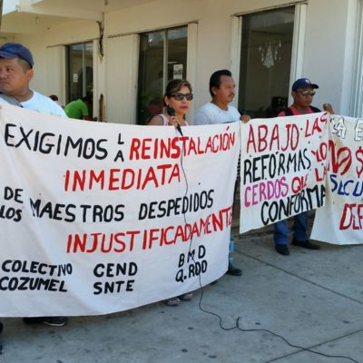 Protestan en Chetumal maestros dados de baja por no presentar la evaluación magisterial