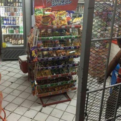Intentan asaltar un minisuper: mujer recibe rozón de bala en Puerto Morelos