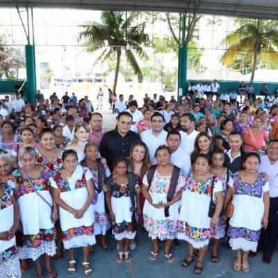 Entrega 'Romi' apoyos para artesanos de Tulum