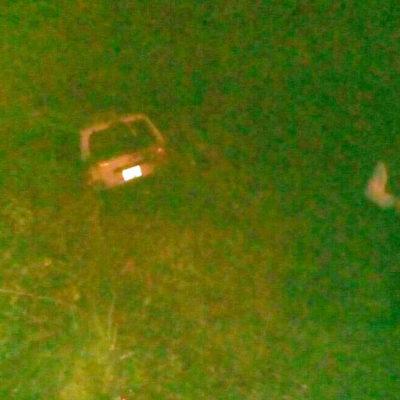 SE ENLUTA FIN DE VACACIONES: Dos muertos y 6 heridos al salirse de la carretera familia veracruzana en la vía Tulum-FCP