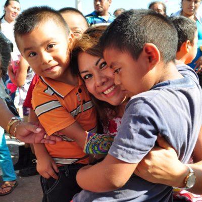 Va Alcaldesa a las comunidades de la Zona Maya y la Riviera Maya de Tulum para festejar a los niños