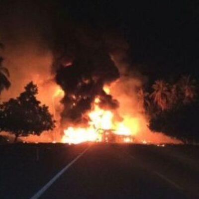 Explosión por choque en carretera deja una estela de muertos en Michoacán