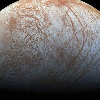 Mundos oceánicos en el Sistema Solar podrían albergar vida, revela la NASA