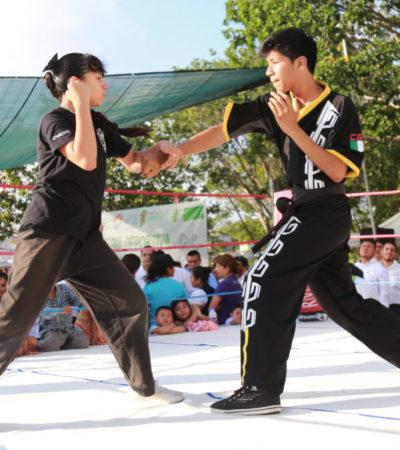 Entrega Remberto Estrada material deportivo a niños y jóvenes de la SM 208 de Cancún