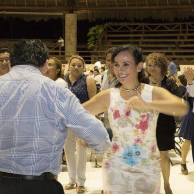 Festejan a los maestros en Puerto Morelos