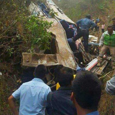 CARRETERAZO EN CHIAPAS: Al menos 17 muertos y 31 heridos al desbarrancar autobús en Motozintla