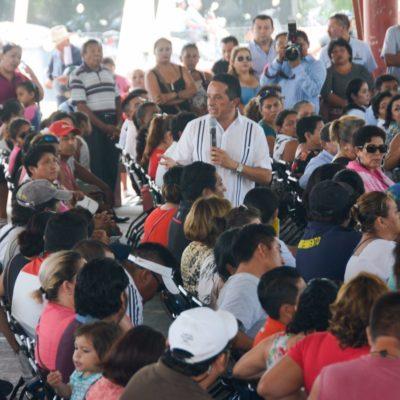 Entrega Carlos Joaquín lotes para vivienda  en el fraccionamiento Las Gaviotas de Cozumel