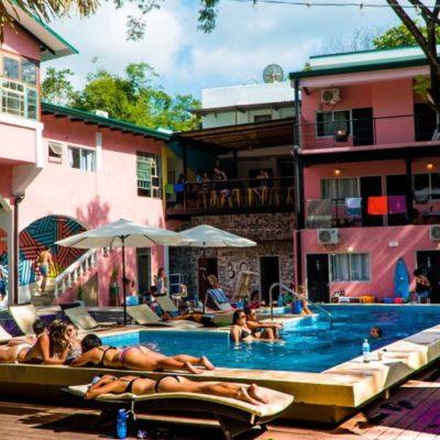 LLEGAN HOTELES PARA 'MILLENNIALS': Crean concepto para turistas que gastan menos en la cama e invierten más en conocer gente