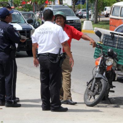Siguen los retenes contra motociclistas y automovilistas en Cancún