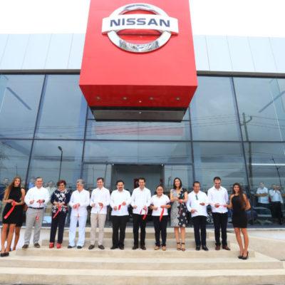 Inaugura Alcaldesa remodelada agencia automotriz en Playa de Carmen