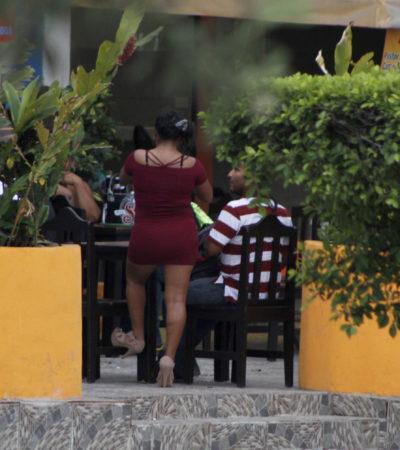 BARES AL AIRE LIBRE EN CANCÚN: Surgen quejas por abierta venta de bebidas alcohólicas en el centro de la ciudad