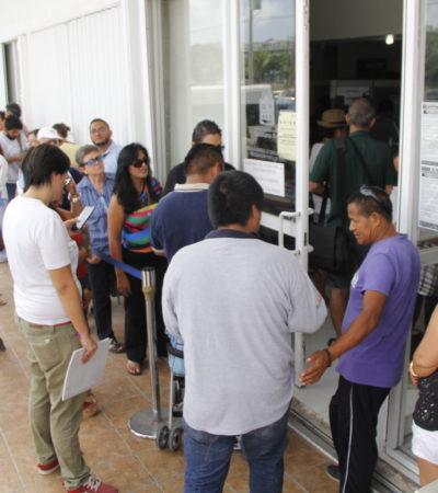 EL CALVARIO DEL REEMPLACAMIENTO: Largas filas y molesta burocracia hacen del obligado trámite un caos en oficinas en Cancún