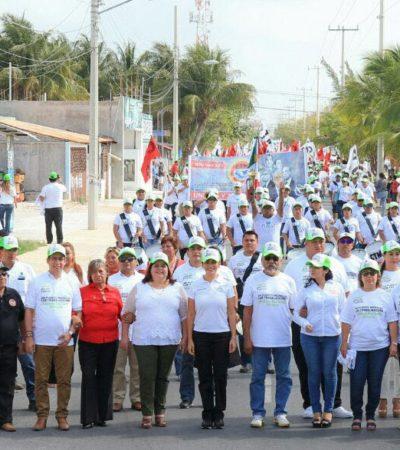 Encabeza Laura Fernández desfile del Día del Trabajo en Puerto Morelos