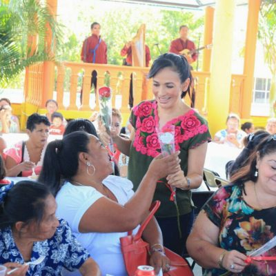 Celebran a madres en Leona Vicario