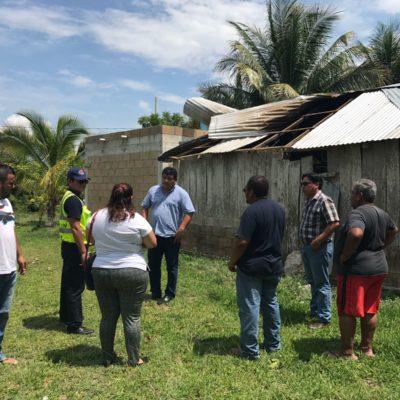 Recorre Alcalde comunidad de Sabidos para constatar daños tras turbonada del sábado