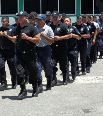 HOY HAY MENOS POLICÍAS EN LAS CALLES: Retira director con insultos a más de 30 policías en Cancún porque supuestamente no se formaron a tiempo