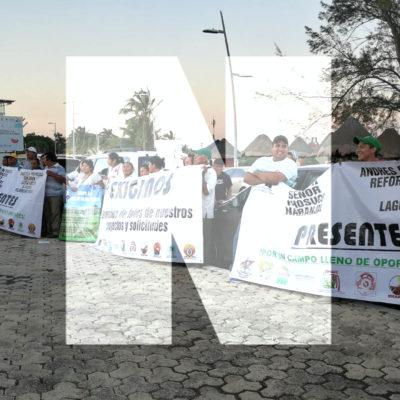 TOMAN CAMPESINOS OFICINAS DE LA SAGARPA: Denuncian presunto desvío de recursos por 200 mdp y exigen cese del delegado en QR