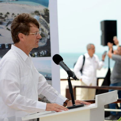 Inaugura secretario de Turismo parque público en Playa Langosta