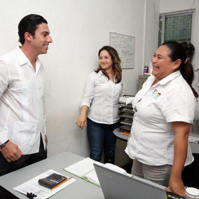 Recorre Alcalde oficinas del Ayuntamiento y reconoce dedicación y esfuerzo de trabajadores municipales