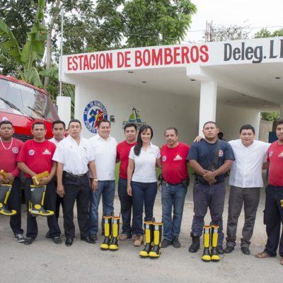 Equipa Laura Fernández al cuerpo de bomberos de Leona Vicario