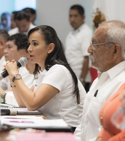 Entrega gobierno de Puerto Morelos becas escolares a madres adolescentes