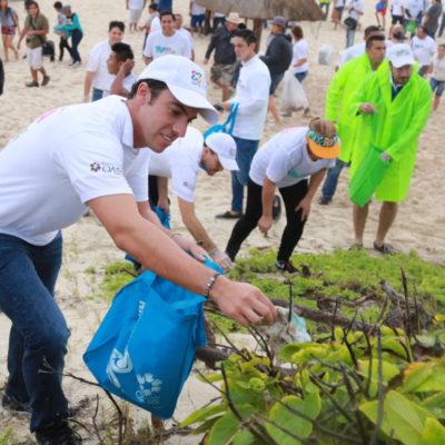 Encabeza Remberto Estrada jornada de limpieza de playas en Cancún