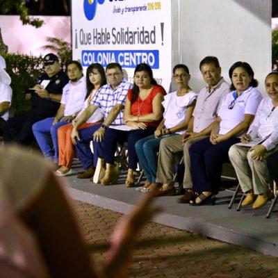 AUDIENCIA PÚBLICA EN PLAYA: Escucha Cristina Torres inquietudes de vecinos de la colonia Centro