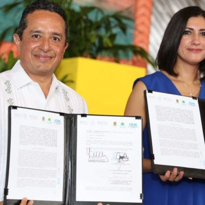 Firma Carlos Joaquín convenio de colaboración con el Instituto Nacional de las Mujeres