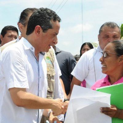 Dice Carlos Joaquín que con la entrega directa de títulos de propiedad a domicilio se combate la corrupción