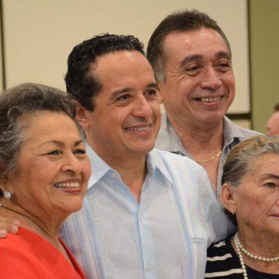 Celebra Gobernador a maestros en Cozumel