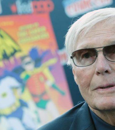Por leucemia y a los 88 años, muere el actor Adam West, el primer 'Batman' de la televisión