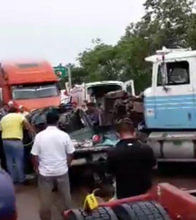 TRAGEDIA EN LA CARRETERA VILLAHERMOSA-ESCÁRCEGA: Al menos 7 muertos al chocar camioneta contra tráiler en Campeche