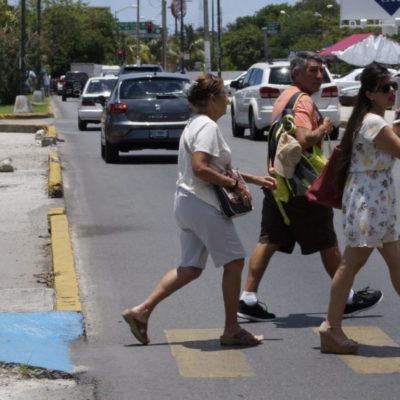 """""""IT'S DIFFERENT, YES!"""": Deterioro y abandono en avenidas y calles, la mala imagen de la zona turística del centro de Cancún"""