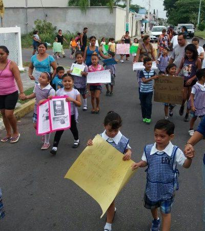 Marchan padres y niños para exigir mayor seguridad en escuelas de OPB