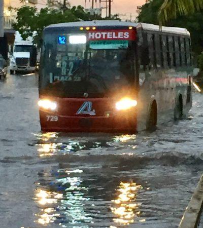 GALERÍA | Cae aguacero en Cancún y la ciudad 'se va al agua'