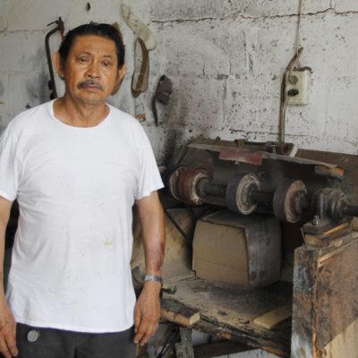 HISTORIAS | ZAPATERO A TUS ZAPATOS: Reparadora de calzado 'Hunucmá' cumple 40 años en el Mercado 23 de Cancún | VIDEO