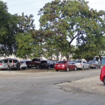 INVASIÓN CONSENTIDA EN LA AVENIDA CHAC MOOL DE CANCÚN: Se pierden espacios públicos al usar camellones como estacionamiento