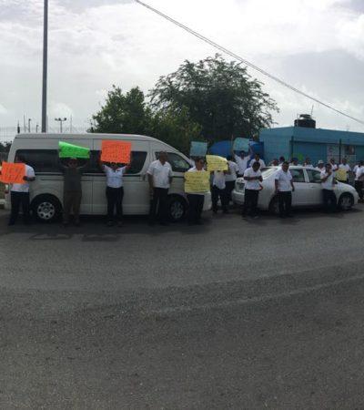PROTESTAN TAXISTAS CONTRA UBER: Afuera de las oficinas de Sintra, exigen se refuercen operativos contra conductores rivales