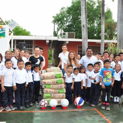 Realiza Romi Dzul gira para entregar apoyos a estudiantes y escuela en Cobá
