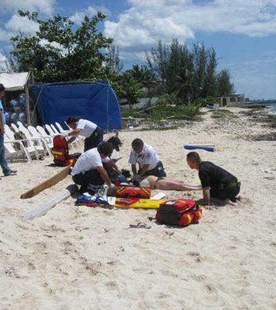 Muere turista en Punta Sur tras sufrir un paro cardiaco mientras nadaba