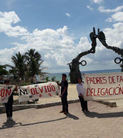 Se manifiestan padres de los 43 de Ayotzinapa en Playa del Carmen