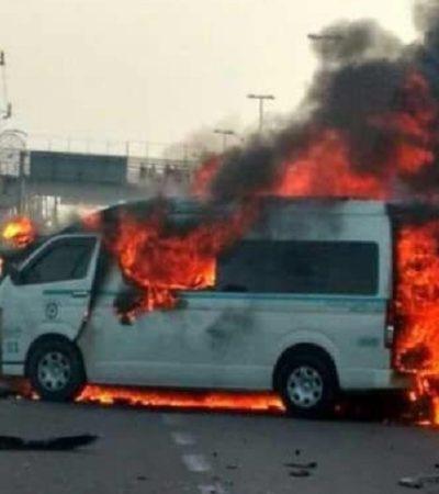 INFIERNO EN LA CARRETERA: Choque provoca incendio de una combi; reportan 2 calcinados y 5 heridos