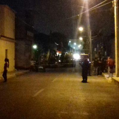 Apuñalan a un joven hasta matarlo en riña de pandilleros en la SM 60 de Cancún