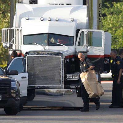 """""""TRAGEDIA DE ILEGALES"""": Hallan a 8 muertos y 28 heridos dentro de un tráiler en Texas en un presunto caso de tráfico de personas"""