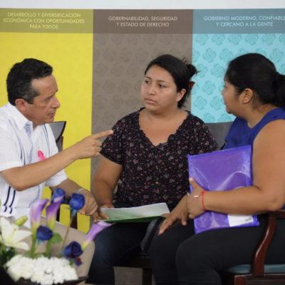 Atiende Carlos Joaquín en audiencias cara a cara a ciudadanos de Felipe Carrillo Puerto